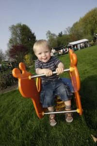 Spielplatzeinweihung und Osterfeuer in der Kleingartenanlage Oase in Herne